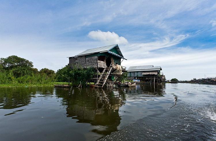 Một ngôi nhà ở làng nổi Kompong Phluk - Campuchia