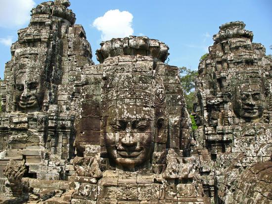 Đền Bayon với tượng thần 4 mặt